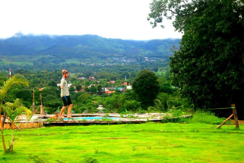How the sharing economy makes digital nomad life affordable with 11 resources